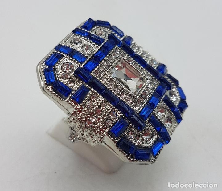Joyeria: Gran anillo tipo art decó con acabado en plata de ley, y símil de zafiros y diamantes . - Foto 4 - 152421841