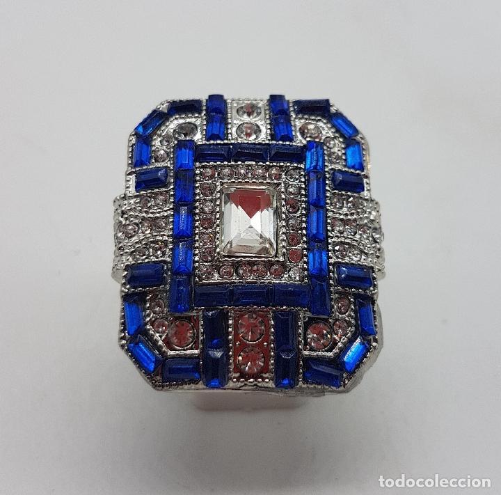 Joyeria: Gran anillo tipo art decó con acabado en plata de ley, y símil de zafiros y diamantes . - Foto 5 - 152421841