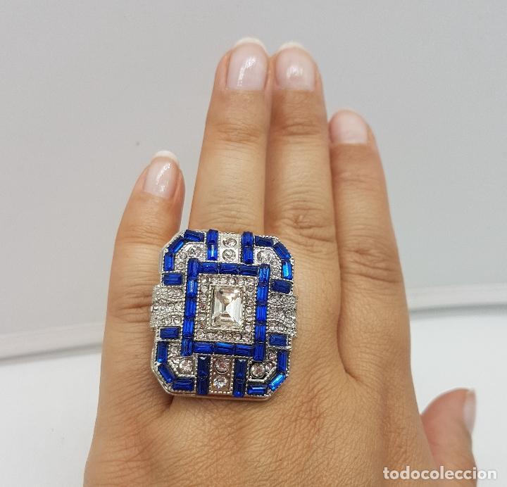 Joyeria: Gran anillo tipo art decó con acabado en plata de ley, y símil de zafiros y diamantes . - Foto 6 - 152421841