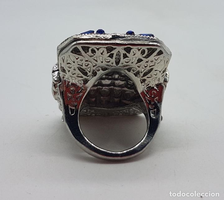 Joyeria: Gran anillo tipo art decó con acabado en plata de ley, y símil de zafiros y diamantes . - Foto 7 - 152421841