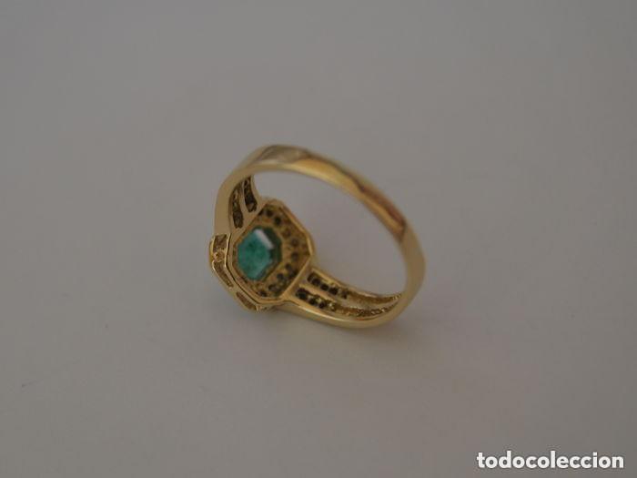 Joyeria: Sortija de oro 18 Kt. con frontal de esmeralda y circones brillantes. - Foto 4 - 189237497