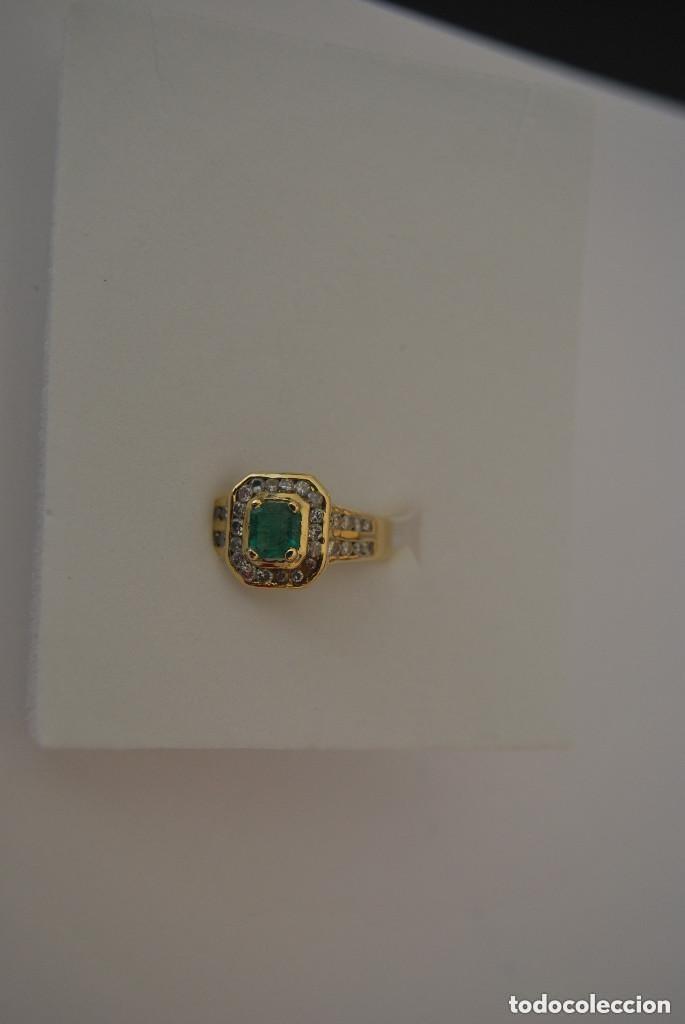 Joyeria: Sortija de oro 18 Kt. con frontal de esmeralda y circones brillantes. - Foto 5 - 189237497