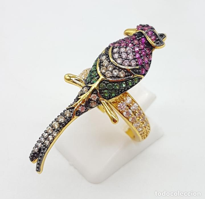 Joyeria: Original anillo de diseño con ave tropical chapado en oro 18k y pavé en circonitas multicolor . - Foto 2 - 145549970
