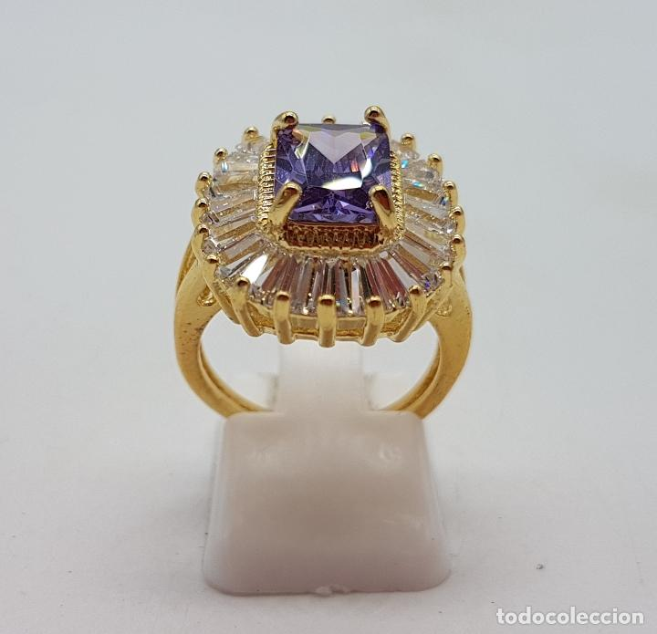 Joyeria: Bella sortija de estilo imperio chapada en oro de 18k, amatista talla radiant y circonitas trapecio - Foto 4 - 132032702