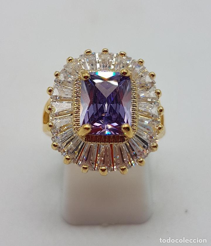 Joyeria: Bella sortija de estilo imperio chapada en oro de 18k, amatista talla radiant y circonitas trapecio - Foto 5 - 132032702