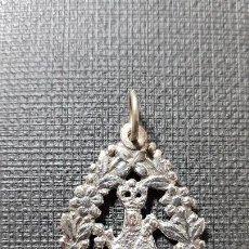 Joyeria: ANTIGUO COLGANTE DE PLATA DE LA VIRGEN DE COVADONGA. Lote 147565958