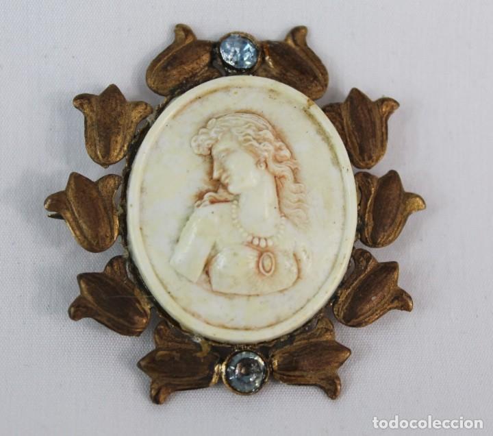 Joyeria: Broche antiguo tallado a mano sobre piedra. Años 20 camafeo - Foto 2 - 134224122
