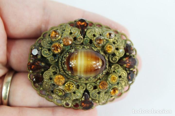 Joyeria: Broche antiguo con central de ojo de tigre. Orlado de cristales color citrino. Años 30-40 - Foto 2 - 134224358