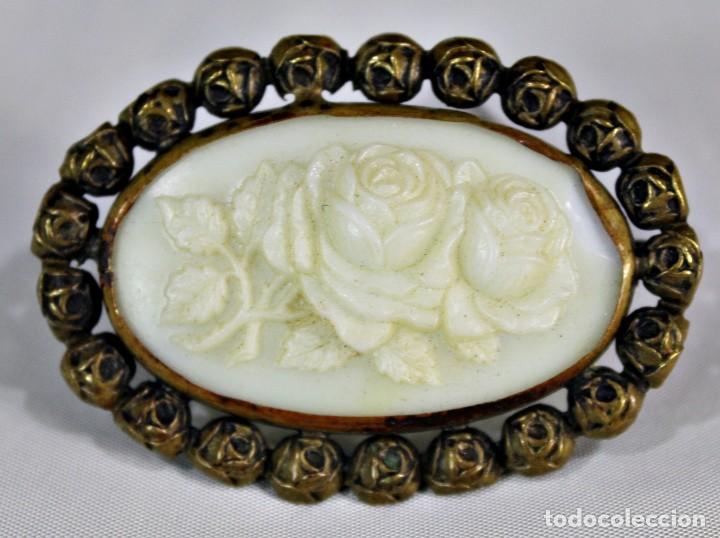 Joyeria: Antiguo y precioso broche en opalina tallada pps sXX - Foto 2 - 135141834