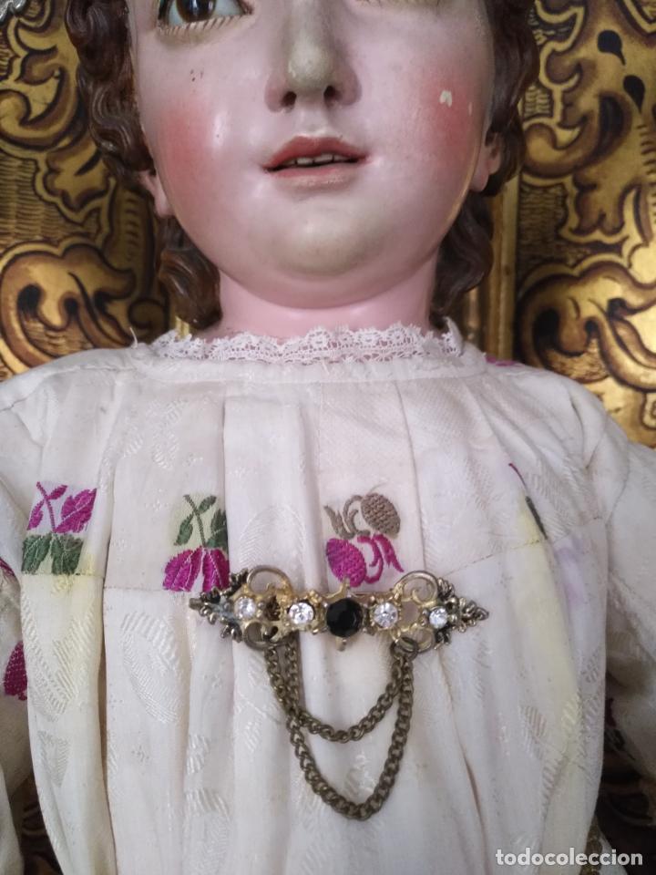 ANTIGUO BROCHE PECTORAL PARA NIÑO JESUS VIRGEN , PIEDRAS CRISTA Y CENTRAL GRANATE OSCURO FACETADAS (Joyería - Broches Antiguos)
