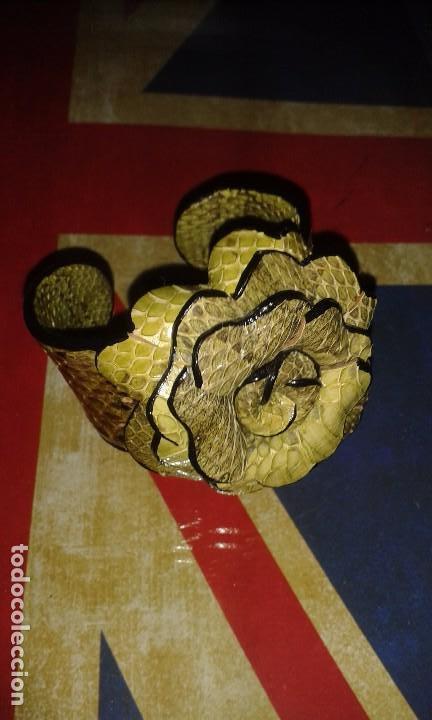Joyeria: Pulsera brazalete retro de piel de serpiente autentica, forma de flor, vintage años 70 - 80s - Foto 2 - 105897975