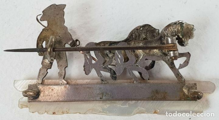 Joyeria: DOMADOR DE CABALLOS. BROCHE DE METAL PLATEADO. BASE DE NÁCAR. SIGLO XX. - Foto 3 - 136432114