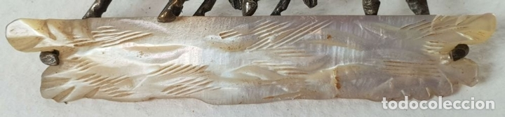 Joyeria: DOMADOR DE CABALLOS. BROCHE DE METAL PLATEADO. BASE DE NÁCAR. SIGLO XX. - Foto 4 - 136432114