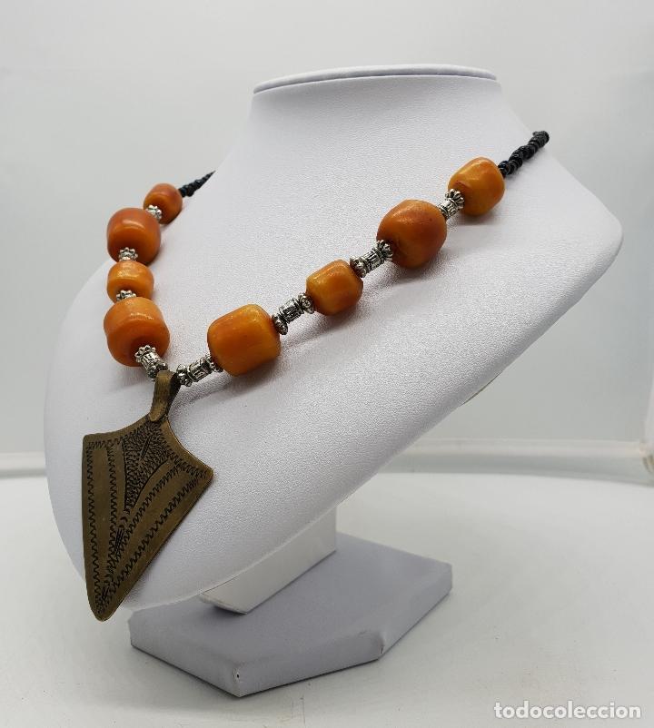 Joyeria: Gargantilla vintage de estilo etnico con chaquiras, símil de ámbar y punta de flecha en latón . - Foto 2 - 136821326