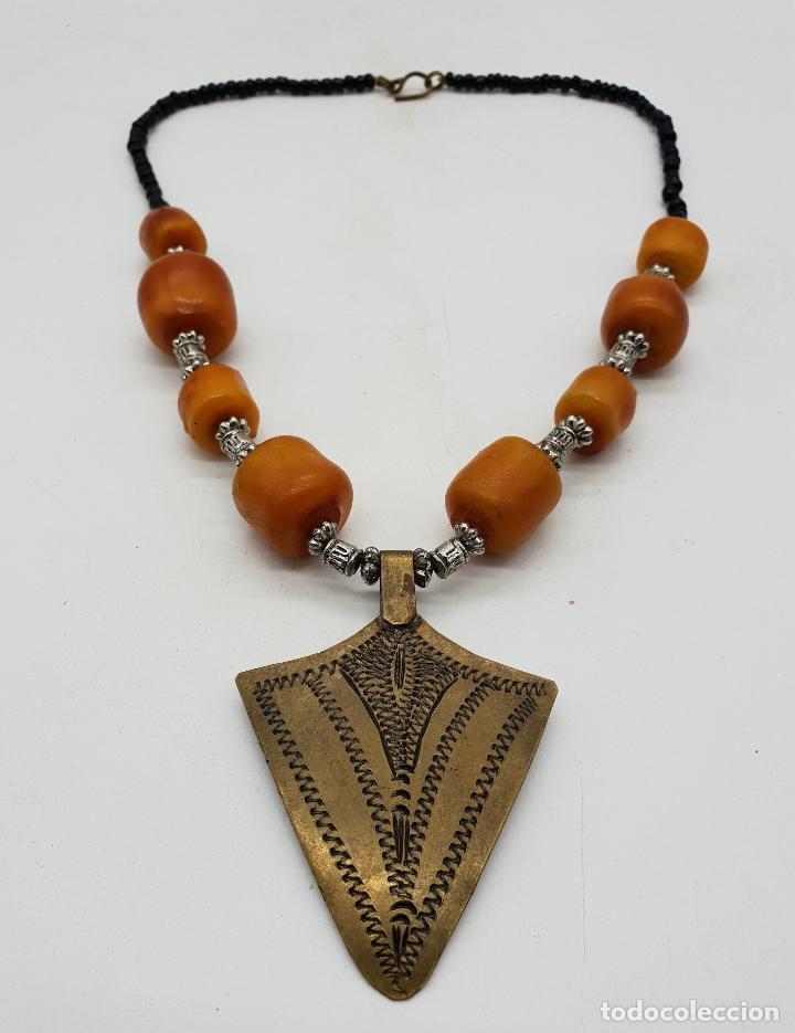 Joyeria: Gargantilla vintage de estilo etnico con chaquiras, símil de ámbar y punta de flecha en latón . - Foto 4 - 136821326