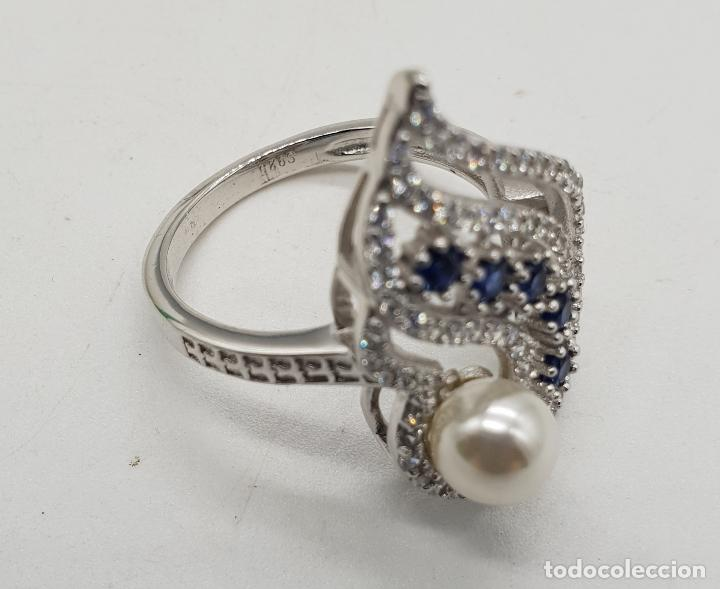 Joyeria: Magnífico anillo de estilo art decó en plata de ley, pavé de circonitas, perla y zafiros . - Foto 5 - 137817146