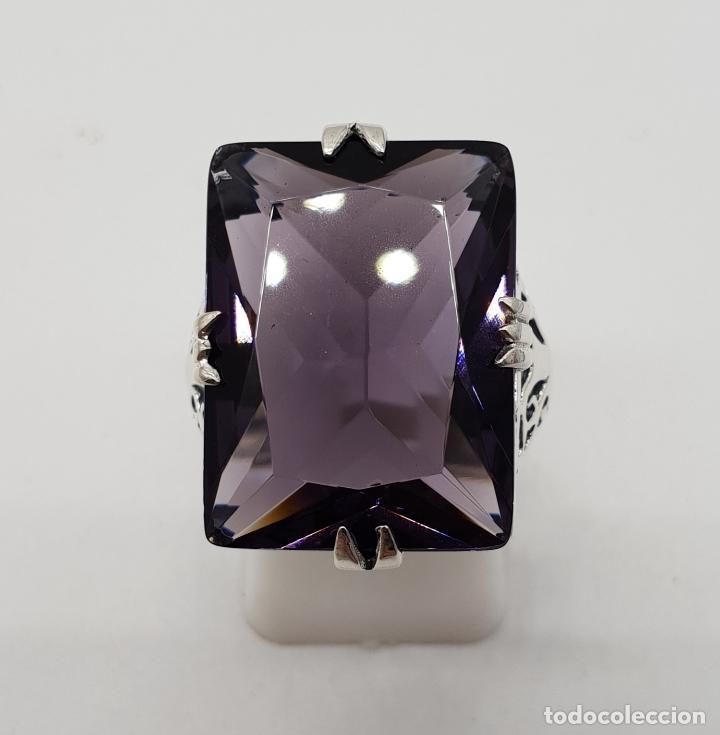Joyeria: Espectacular anillo de diseño modernista en plata de ley y gran amatista talla esmeralda engarzada . - Foto 2 - 137857190
