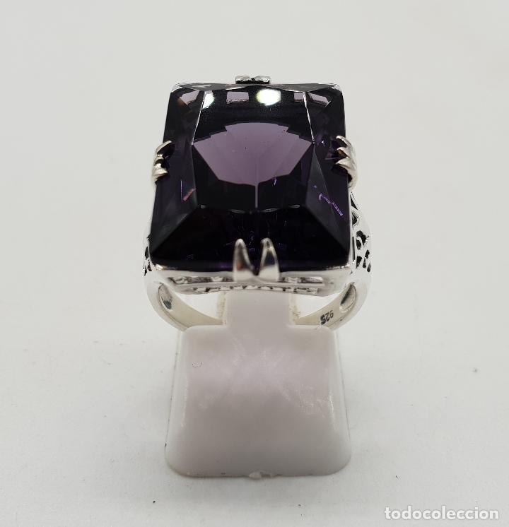 Joyeria: Espectacular anillo de diseño modernista en plata de ley y gran amatista talla esmeralda engarzada . - Foto 4 - 137857190