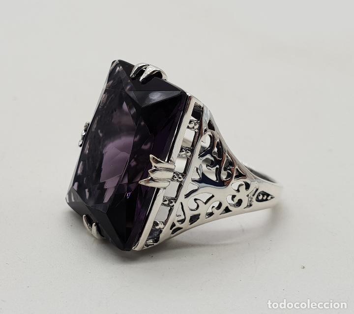 Joyeria: Espectacular anillo de diseño modernista en plata de ley y gran amatista talla esmeralda engarzada . - Foto 5 - 137857190