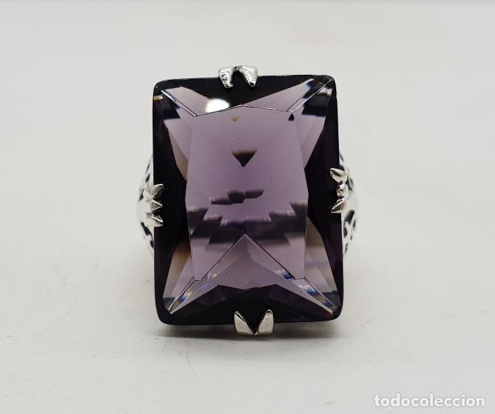 Joyeria: Espectacular anillo de diseño modernista en plata de ley y gran amatista talla esmeralda engarzada . - Foto 6 - 137857190
