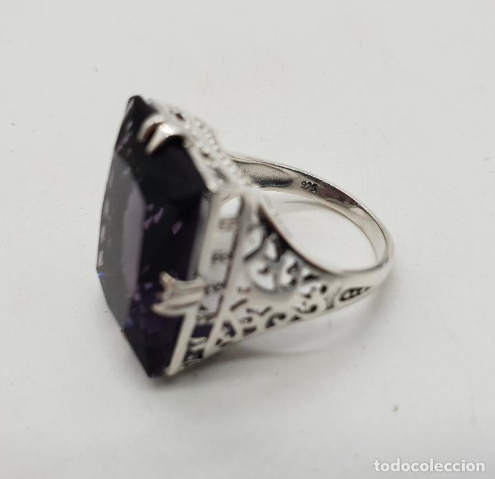 Joyeria: Espectacular anillo de diseño modernista en plata de ley y gran amatista talla esmeralda engarzada . - Foto 8 - 137857190