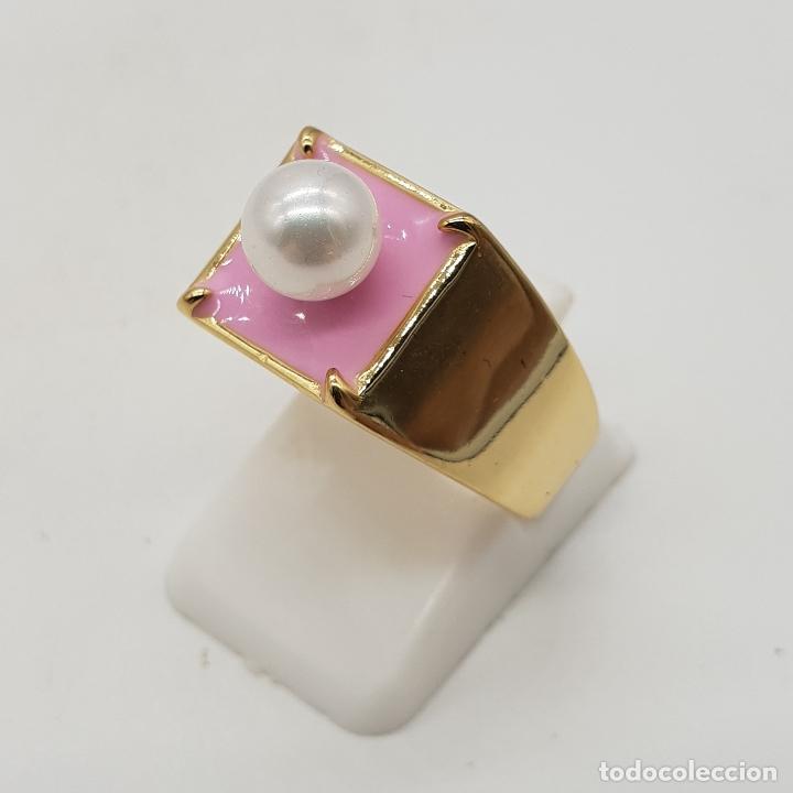 Joyeria: Anillo de estilo chic en plata de ley contrastada, baño de oro de 18k, esmalte rosa chicle y perla . - Foto 3 - 137858630