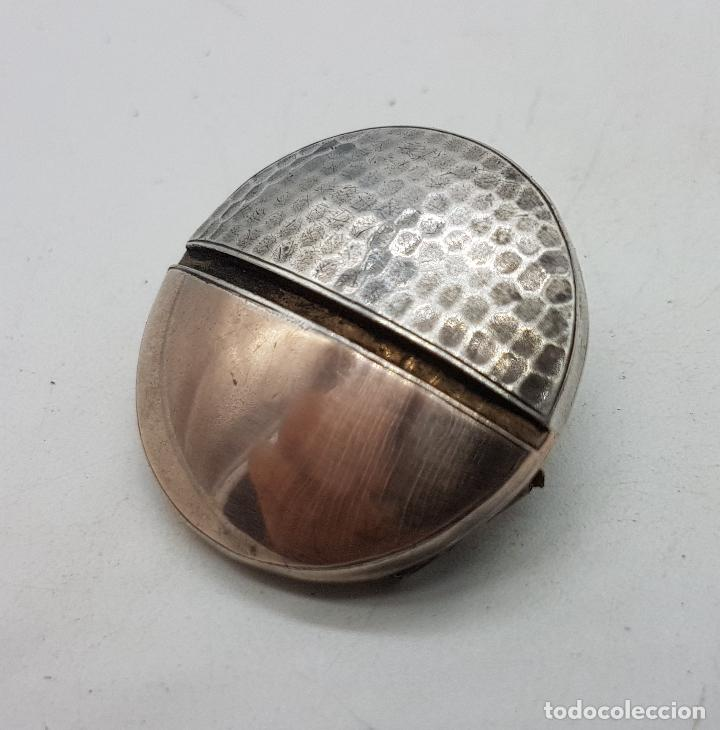 Joyeria: Broche antiguo art decó en plata de ley cincelada a mano y vistas de oro de ley . - Foto 2 - 138708082