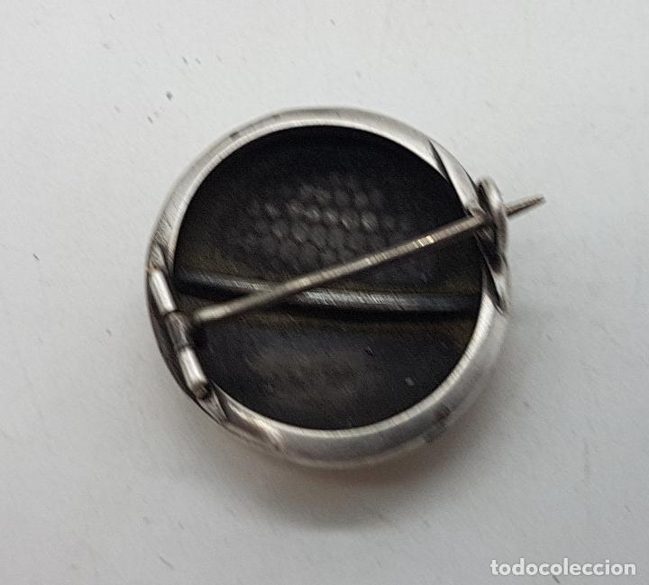 Joyeria: Broche antiguo art decó en plata de ley cincelada a mano y vistas de oro de ley . - Foto 3 - 138708082