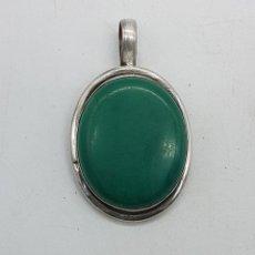 Jewelry - Gran colgante antiguo en plata de ley contrastada con cabujón de malaquita . - 138910522