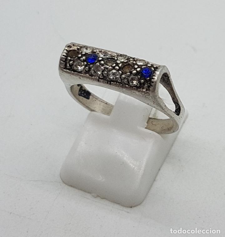 Joyeria: Sortija vintage en plata de ley contrastada, circonitas blancas y azul zafiro talla brillante . - Foto 2 - 139195614