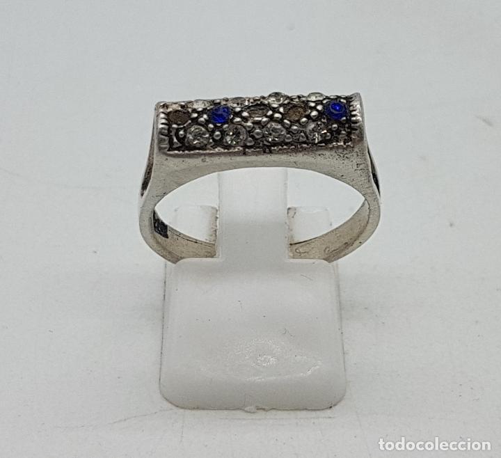 Joyeria: Sortija vintage en plata de ley contrastada, circonitas blancas y azul zafiro talla brillante . - Foto 3 - 139195614