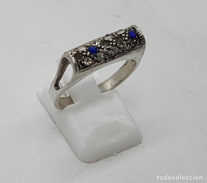 Joyeria: Sortija vintage en plata de ley contrastada, circonitas blancas y azul zafiro talla brillante . - Foto 4 - 139195614