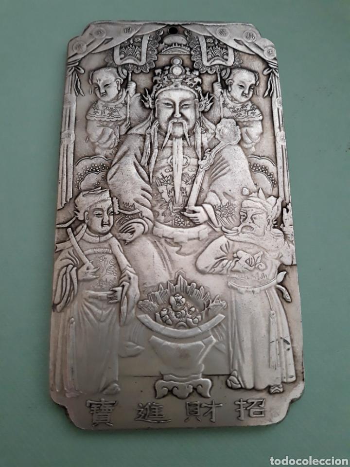 EXCLUSIVO Y ANTIGUO LINGOTE DE PLATA TIBETANA CON DIOS DE LA RIQUEZA (Joyería - Varios)