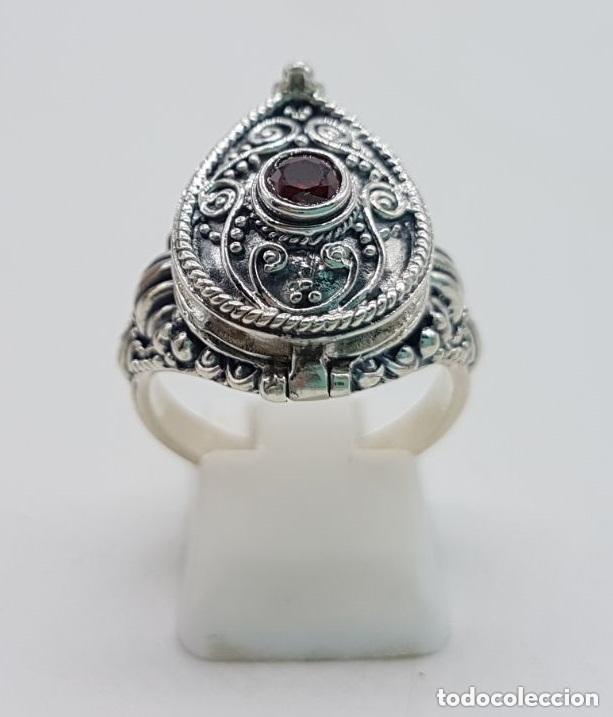 Joyeria: Impresionante anillo en plata de ley contrastada estilo rococó con cofre secreto y granate incrustad - Foto 2 - 144163208