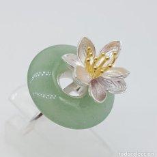 Joyeria - Original anillo de estilo minimalista con nenufar en relieve de plata de ley, jade, y oro de 18k . - 140136226