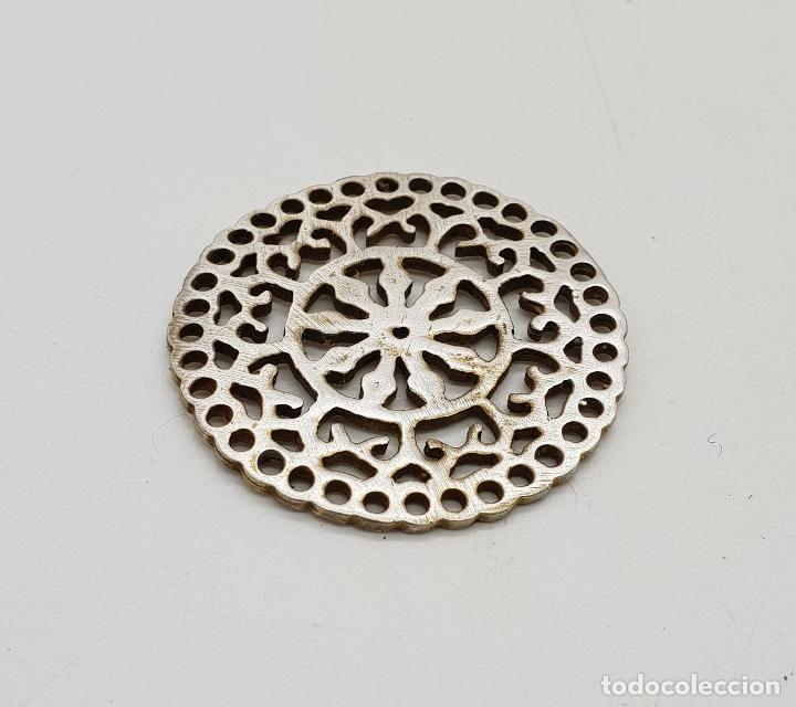 Joyeria: Bello colgante vintage de estilo boho en plata de ley contrastada y bello troquelado tipo mandala . - Foto 2 - 140211382