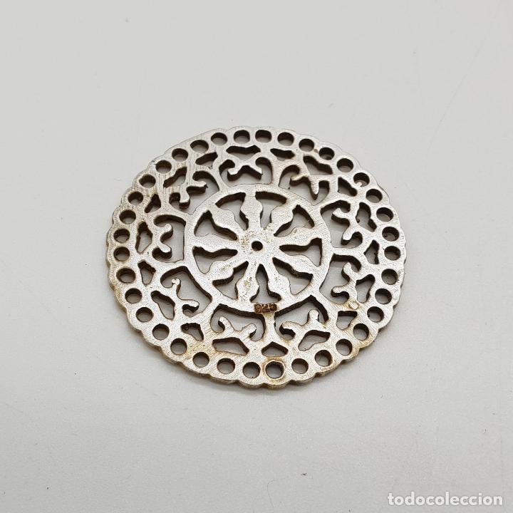 Joyeria: Bello colgante vintage de estilo boho en plata de ley contrastada y bello troquelado tipo mandala . - Foto 3 - 140211382