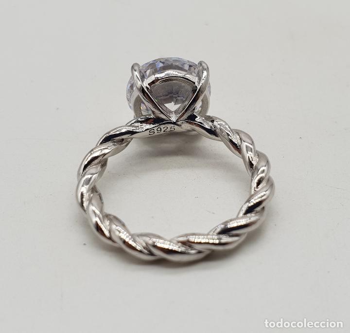 Joyeria: Bella sortija tipo compromiso en plata de ley torneada con gran circón talla diamante engarzado . - Foto 6 - 140280446