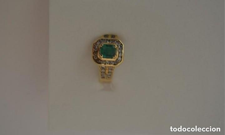 Joyeria: Sortija de oro 18 Kt. con frontal de esmeralda y circones brillantes. - Foto 2 - 189237497