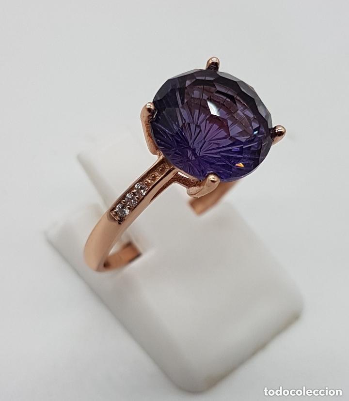Joyeria: Elegante sortija tipo solitario de pedida en plata de ley, oro de 18k, y amatista talla diamante . - Foto 3 - 153257846
