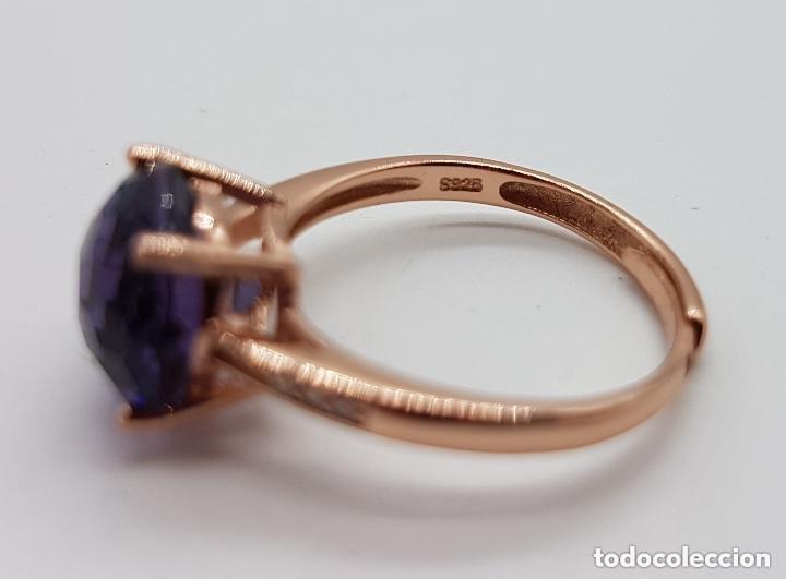 Joyeria: Elegante sortija tipo solitario de pedida en plata de ley, oro de 18k, y amatista talla diamante . - Foto 5 - 153257846
