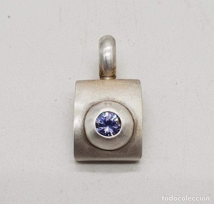 Joyeria: Colgante vintage de corte clásico en plata de ley con circonita malva talla diamante incrustada . - Foto 3 - 142529254