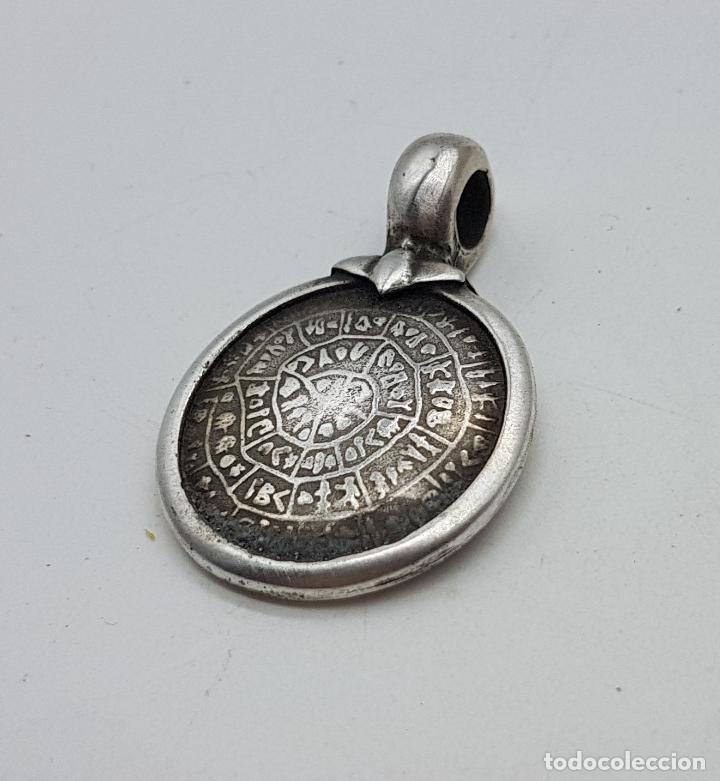 Joyeria: Original colgante antiguo con reproducción del disco de festo en plata de ley contrastada. - Foto 2 - 142735646