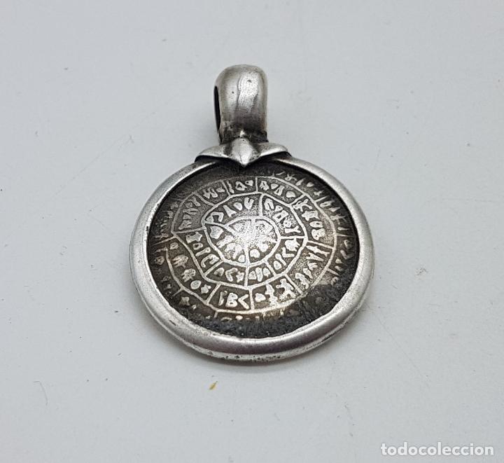 Joyeria: Original colgante antiguo con reproducción del disco de festo en plata de ley contrastada. - Foto 5 - 142735646