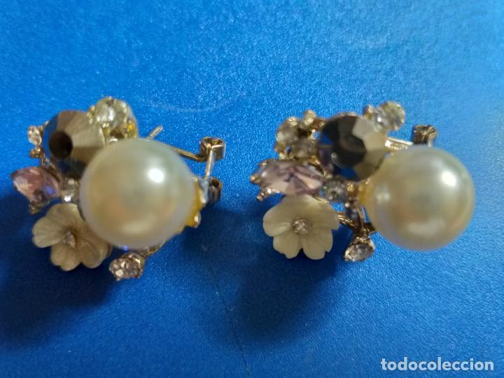 Joyeria: Elegantes pendientes. Conjunto de flor, perla y piedras. Bisutería - Foto 2 - 143113474