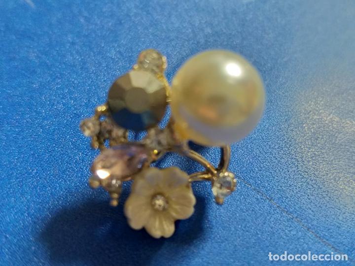 Joyeria: Elegantes pendientes. Conjunto de flor, perla y piedras. Bisutería - Foto 3 - 143113474