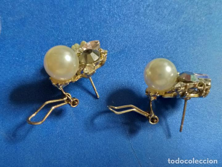 Joyeria: Elegantes pendientes. Conjunto de flor, perla y piedras. Bisutería - Foto 5 - 143113474
