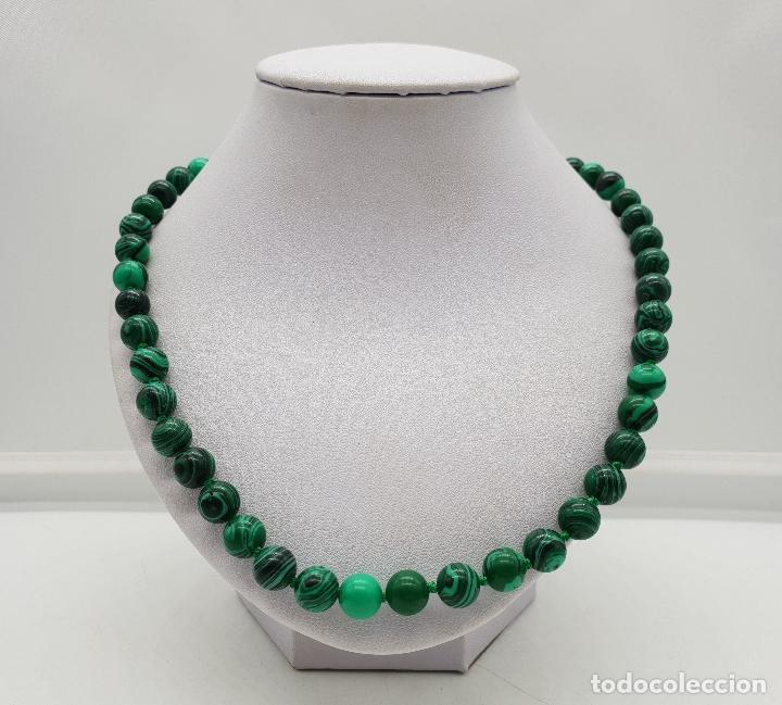 Joyeria: Bella gargantilla en perlas de piedra verde malaquita y cierre reasa chapado en plata de ley . - Foto 3 - 143525434