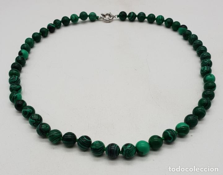 Joyeria: Bella gargantilla en perlas de piedra verde malaquita y cierre reasa chapado en plata de ley . - Foto 5 - 143525434