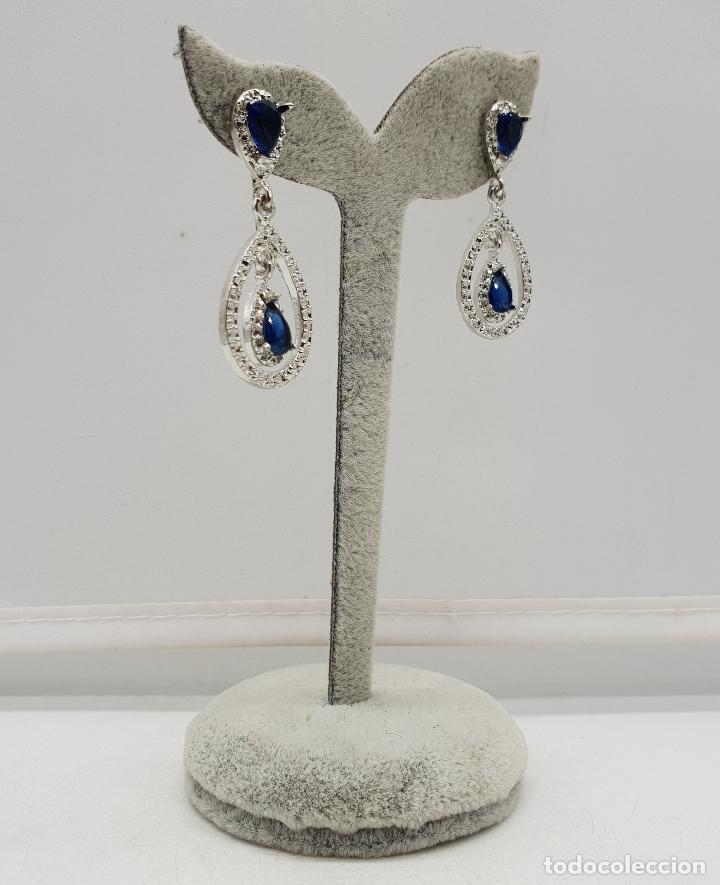 Joyeria: Pendientes tipo art decó chapados en plata y cristal austriaco talla lagrima en tono azul zafiro . - Foto 2 - 143818894